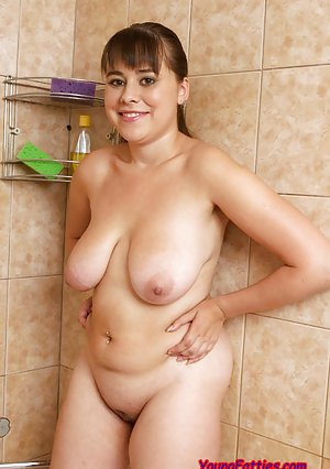 BBW in Shower Pictures